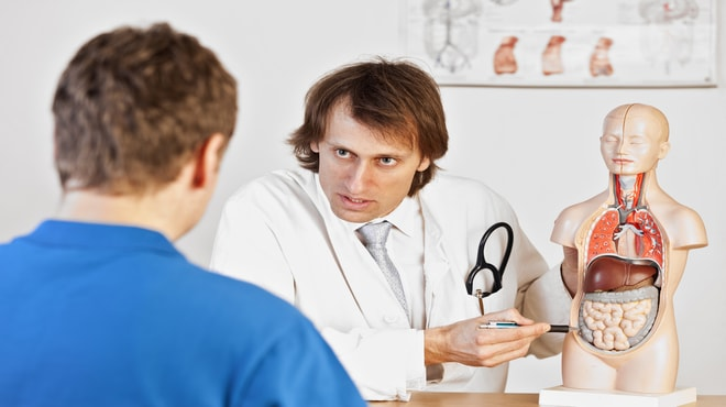 Picture of a doctor explaining stomach cancer to a patient
