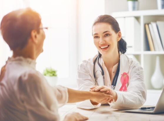 हमारी ट्यूमर बोर्ड सेवा आपको यह जानने में मदद करती है, कि आपके पास सही उपचार योजना है या नहीं, या आपके लिए कोई बेहतर उपचार योजना उपलब्ध है।