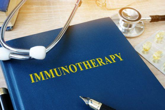 इम्यूनोथेरेपी एक प्रकार का उपचार है जो आपकी प्रतिरक्षा प्रणाली को कैंसर से लड़ने में मदद करता है।