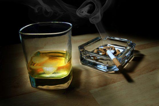 सिगरेट व शराब
