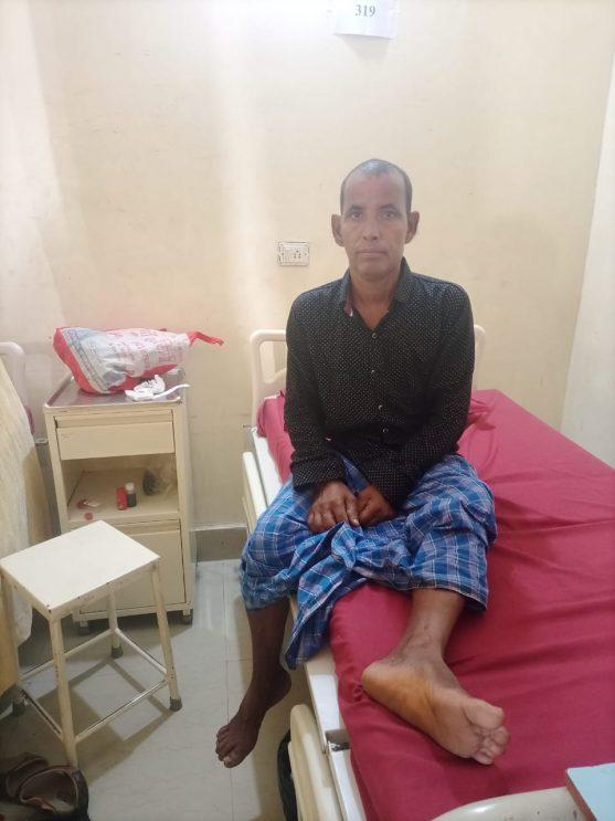 अस्पताल में आॅपरेशन से पहले मरीज सुबोध झा
