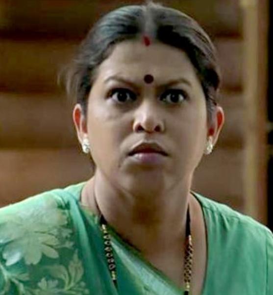 प्रसिद्ध फिल्म और मराठी रंगमंच अभिनेता रसिका जोशी का 2011 में 39 वर्ष की आयु में निधन हो गया था।