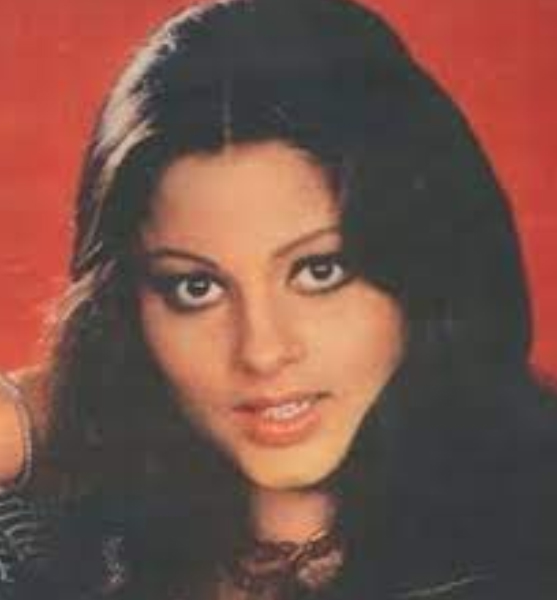 बॉलीवुड अभिनेत्री और कॉस्टयूम डिजाइनर सिंपल कपाड़िया ने 2009 में कैंसर के कारण दम तोड़ दिया था।
