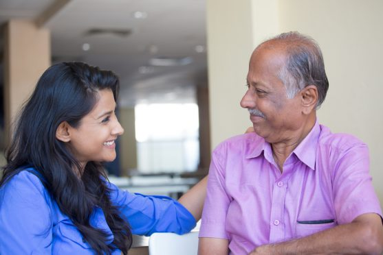 कैंसर रोगी को याद दिलाते रहें कि आप उनके साथ हैं