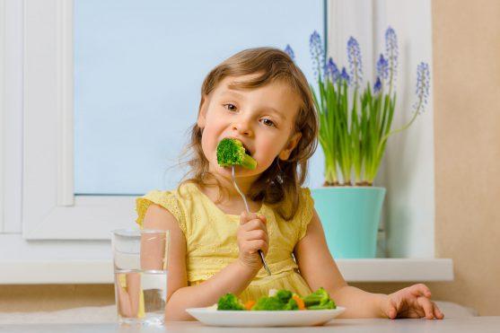 बच्चों को बढ़ने के लिए बेहतर पोषण की आवश्यकता होती है।