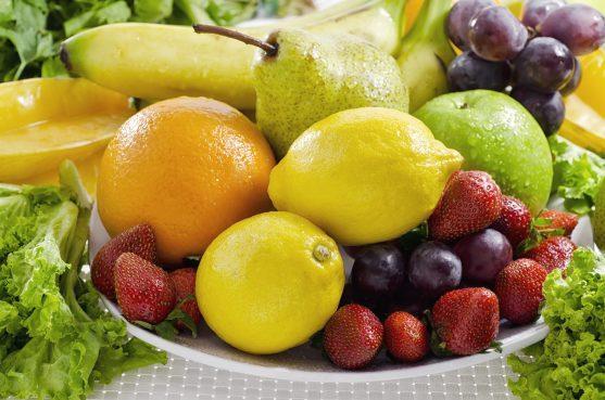 फलों में कई फाइटोकेमिकल्स और पोषक तत्व होते हैंए जो कैंसर विरोधी प्रभाव एंटीऑक्सीडेंट गतिविधि और डीएनए को नुकसान से बचाने की क्षमता दिखाते हैं।