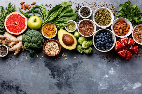 सुपरफूड पोषक तत्वों से भरे होते हैं जो कैंसर के उपचार के दुष्प्रभावों से निपटने में आपकी मदद कर सकते हैं।