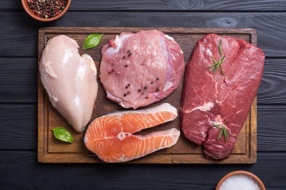 मुर्गी, मांस, मछली सभी प्रोटीन के अच्छे स्रोत हैं और शरीर के स्वस्थ वजन को बनाए रखने में मदद करते हैं।