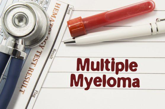 मल्टीपल मायलोमा एक प्रकार का कैंसर है जो मैलिग्नेंट प्लाज्मा कोशिकाओं के कारण होता है।