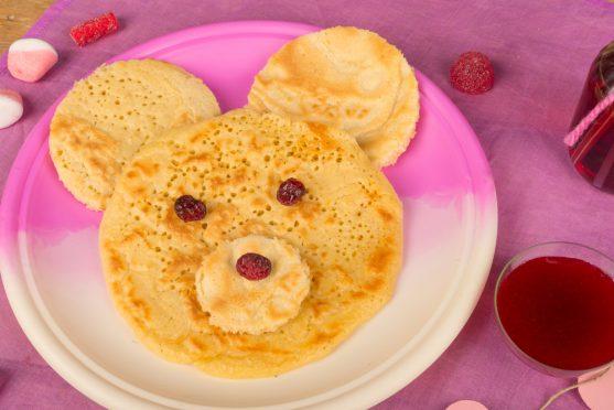 पेनकेक्स के ऊपर आप मेपल सिरप और क्रीम भी लगा सकती है, उसके स्वाद को और ज्यादा बेहतर बना देगा।