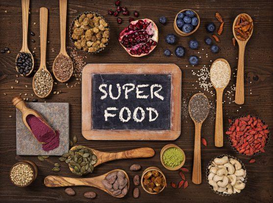 सुपरफूड वास्तव में एक ऐसा शब्द बन गया है जो अल्ट्रा-हेल्दी, पोषक तत्वों से भरपूर, प्लांट-बेस्ड फूड और सप्लीमेंट्स का पर्याय है।