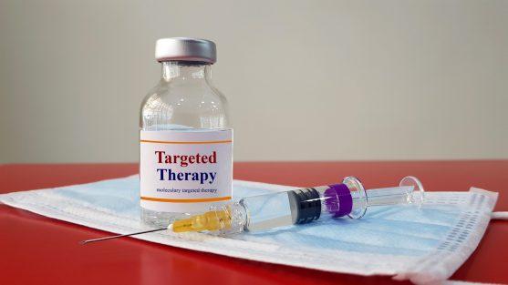 टारगेट थेरेपी या लक्षित चिकित्सा एक प्रकार का कैंसर उपचार है।