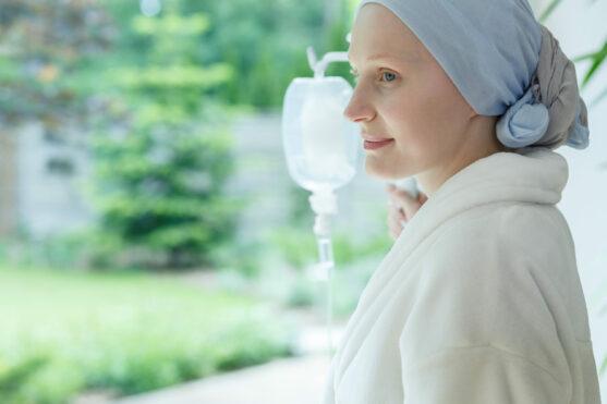 रेमिशन तब होता है जब कैंसर के लक्षण कम हो गए हों या चले गए हों। यदि आपके स्तन में पहले ट्यूमर था और यह सफल उपचार की मदद से सिकुड़ गया, तो इसका मतलब है कि आप रेमिशन में हैं।
