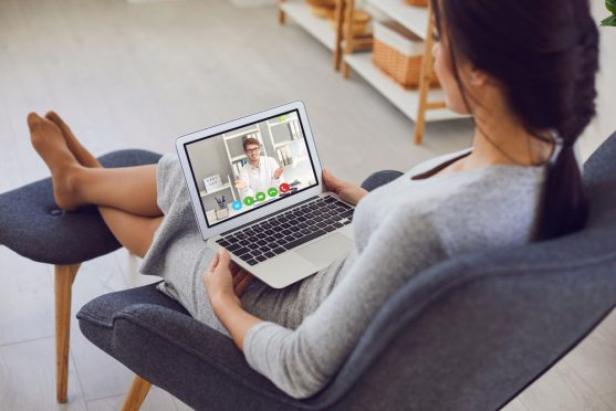आप अपनी मेडिकल रिपोर्ट ऑनलाइन जमा कर सकते हैं और ऑन्कोलॉजिस्ट से लिखित राय ऑनलाइन प्राप्त कर सकते हैं।